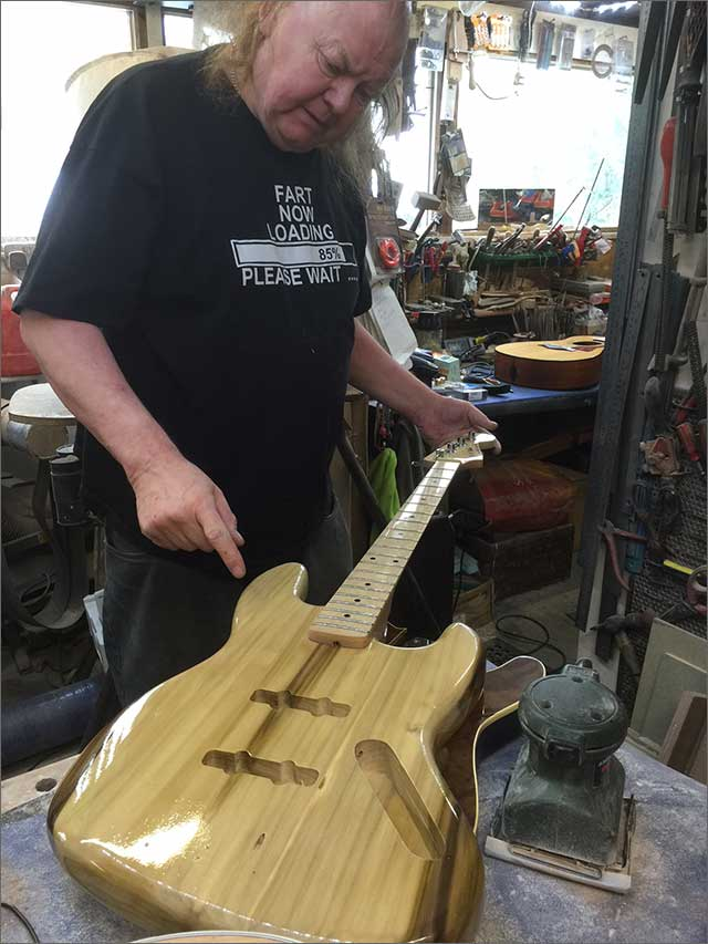 Doug Wilkes Wilkesguitars Natural Bass
