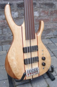 Wilkes Guitars bass-2